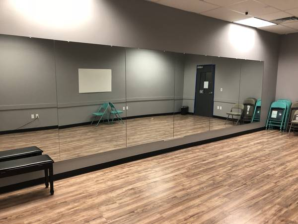 Photo Multiple Large Activity Mirror- dance gym arena -can deliver mirrors - $160