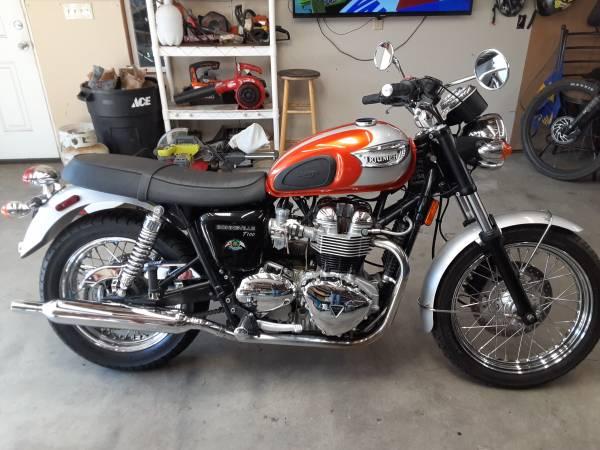 Photo Rare Triumph Bonneville T100 - $8,500 (Hood River)