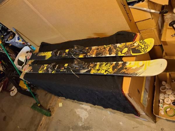 Photo Ski and board lot - $1,000 (Yakima)