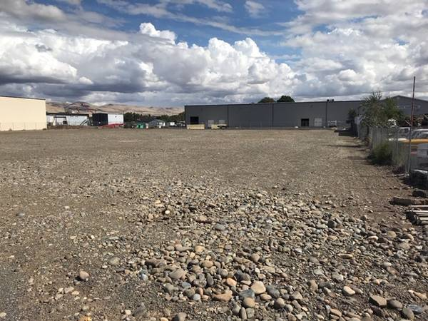 Photo Truck Parking Lot, Storage Lot, Build to suit-FOR RENT (YAKIMA, WA)