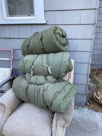 Photo military sleeping bags - $30 (yakima)