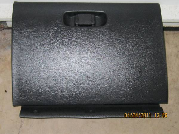 Photo 2000-2005 DODGE NEON- GLOVE BOX LID- - $20 (NEW OXFORD)