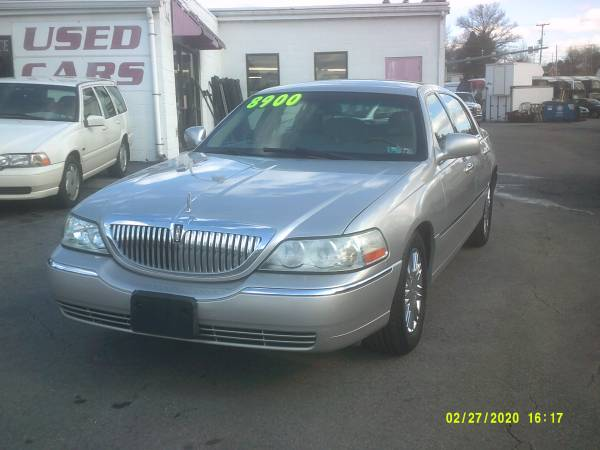 Photo 2010 Lincoln TownCar , Signature Limited - $8900 (York , Pa)