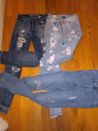 Photo American Eagle Jeans - girls - $15 (East YorkWindsor)