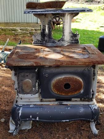 Photo Antique Coal cook stove - $125 (Glen Rock)