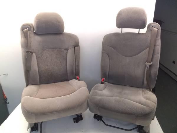 Photo Chevy Silverado bucket seats gray cloth 1999 through 2006 good conditi - $199 (York)
