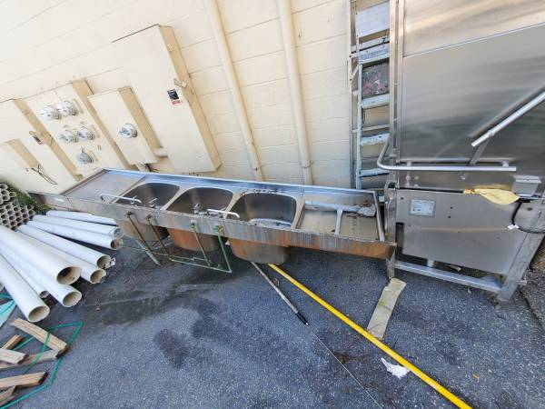 Photo Free stainless steel sink and commercial dishwasher..junk removal (york)