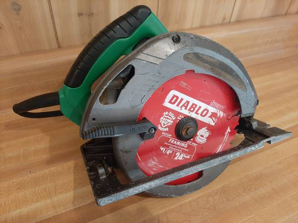 Photo Hitachi 7 12quot circular saw - $30 (Glen Rock)