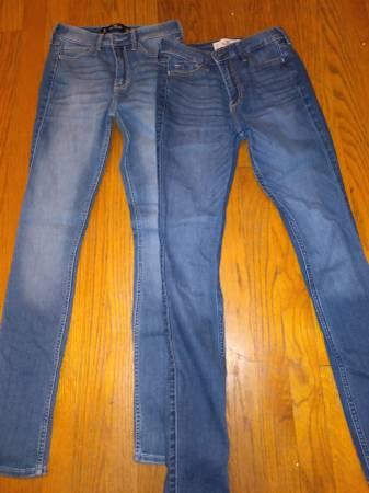 Photo Hollister girls Jeans (like new) - $15 (East YorkWindsor)