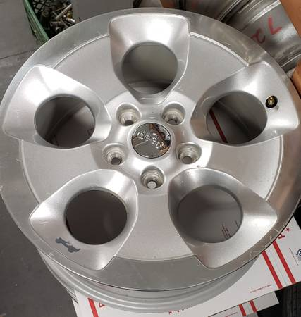 Photo JEEP WRANGLER WHEELS 18 INCH - $250 (Manheim)
