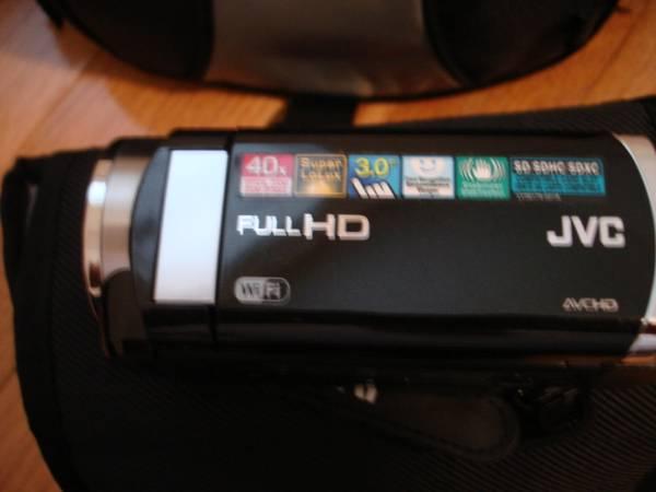 Photo JVC GZ-E100 Full HD Everio Camcorder (hanover pa)