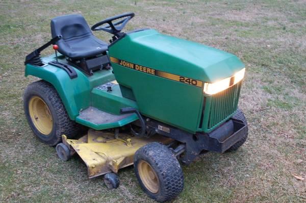 Photo John Deere 240 Garden Tractor with 46quot Mower Deck - $550 (Glen Rock)