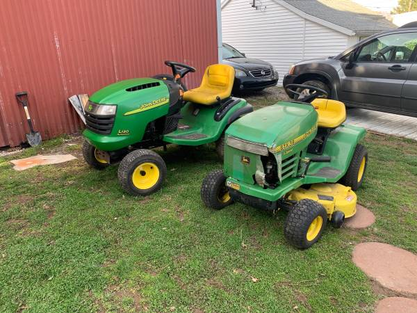 Photo John Deere tractors - $350