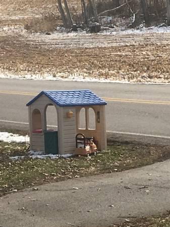 Photo Little tikes playhouse (Abbottstown)