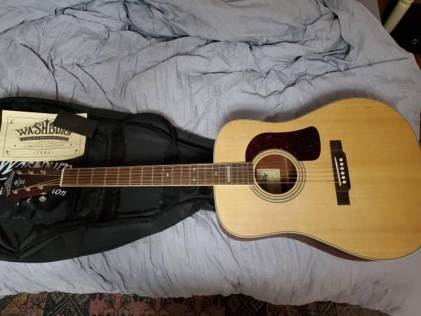 Photo Washburn ACoustic Guitar 1994 Spruce top - $450 (york)
