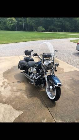 Photo 2002 Harley Heritage Softail - $8,500 (Wellsville Ohio)