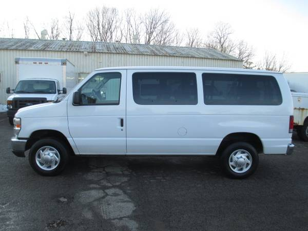 Photo 2011 Ford E-Series 12 passenger Wagon - $12950 (youngstown)