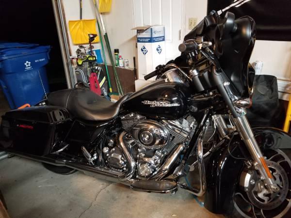 Photo 2011 Harley Street Glide - $13,000 (McDonald)