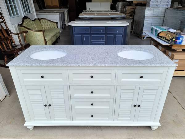 Photo 60quot Antique White Bathroom Vanity Double Sink w Grey Granite Top - $950 (UNIONTOWN, OH)