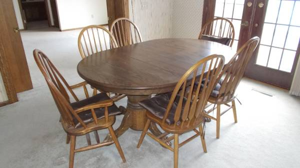 Photo Amish made Oak kitchen table  chairs - $1,200 (Deerfield, OH 44411)