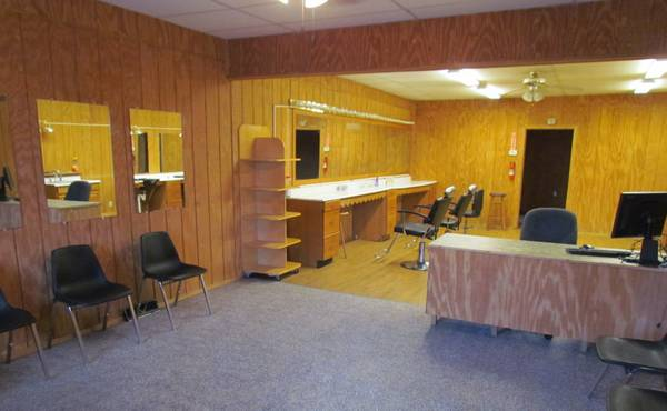 Photo Beauty Salon  Nail Salon With Tanning Rooms - $595 (New Castle, PA)