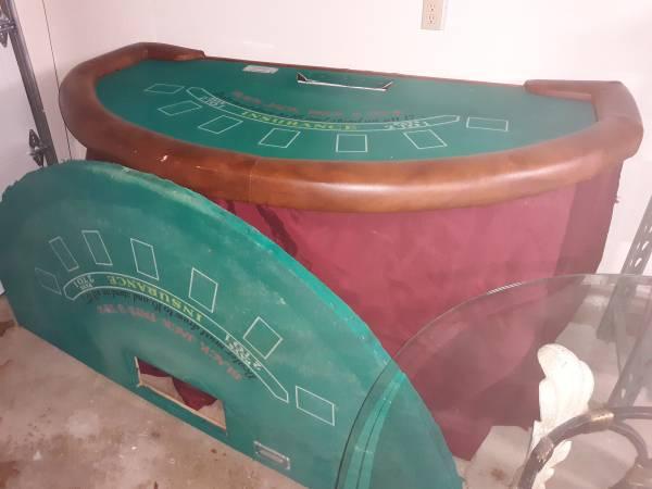 Photo Black jack table - $150 (Warren)