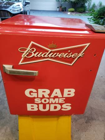 Photo Budweiser Mini Fridge - $30 (Boardman)