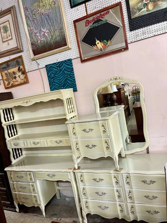 Photo Dixie French Provincial Bedroom Set Open 11 to 6 - $625 (Market Street Furniture  Appliances)