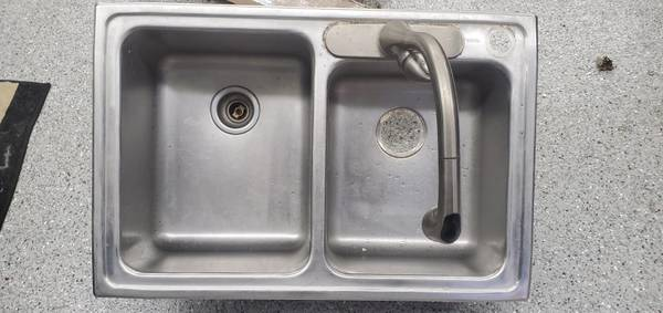 Photo Elkay Stainless Steel Sink and Faucet - $65 (Austintown)
