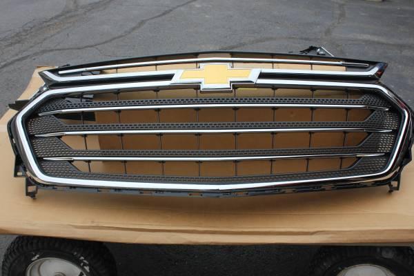 Photo New Take Off Chevrolet Traverse Grille - $125 (Warren)