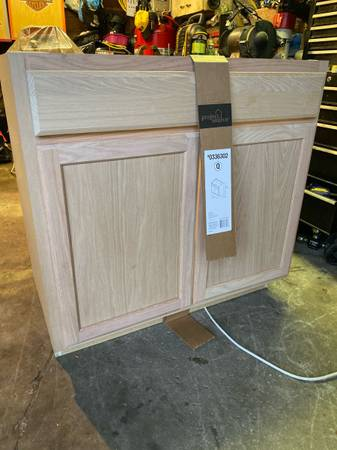 Photo Oak base cabinets 30 inch and 36 inch $40 - $40 (Struthers)