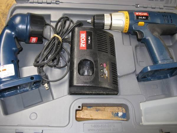 Photo RYOBI 14.4 v drill and light - $10 (Boardman)