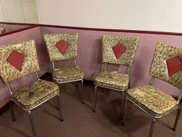 Photo Rare Vintage Table and Chair Kitchen Set - $50 (Warren)