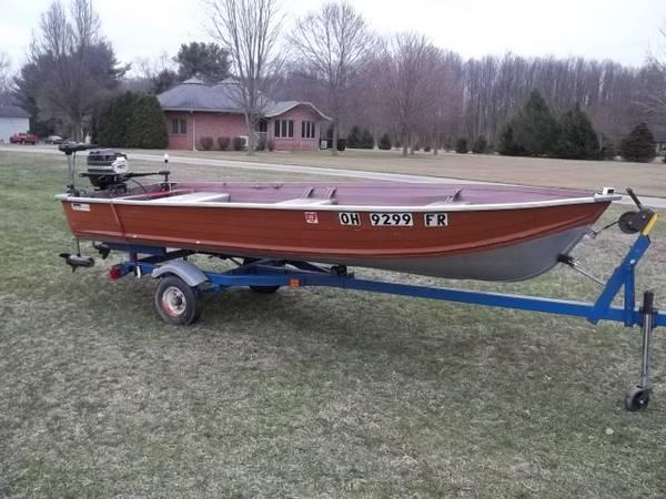Photo Sea King 14 V-bottom bass  fishing boat , 6hp mercury outboard, tra - $1495
