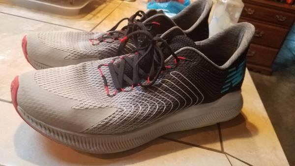 Photo Size 15 mens New Balance Tennis Shoes - $25 (Hubbard)