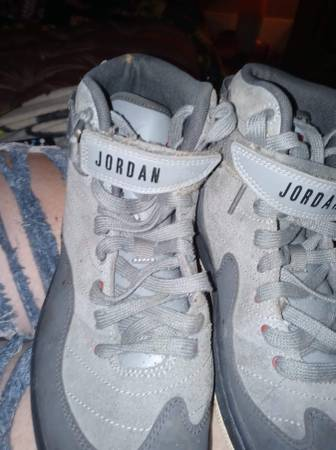 Photo Size 9 men39s Jordans - $70 (Warren)
