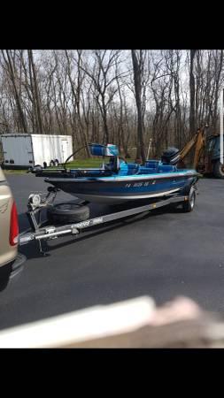Photo Stratus 181 Pro Tournament Bass Boat - $111 (Hermitage)