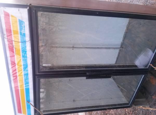 Photo True Double Door Glass Cooler - $500 (youngstown)