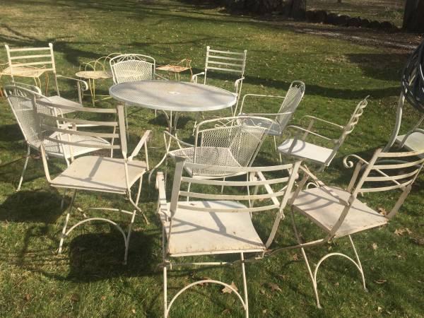 Photo Vintage 15pc. outdoor ironmetal furniture - $285 (Austintown)
