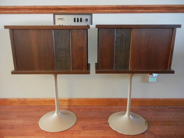 Photo Vintage Bose 901 Series II Speakers with Equalizer and Stands - $420 (Near Steubenville OH)