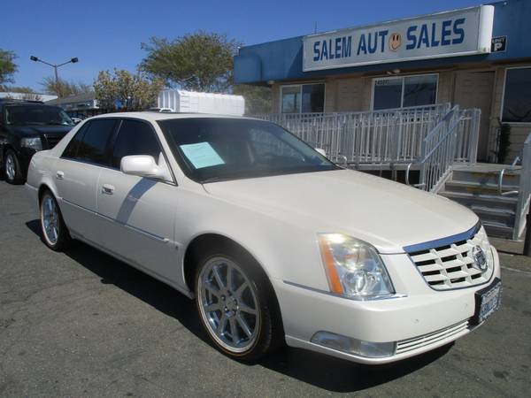 Photo 2008 Cadillac DTS - SUNROOF - COOLED AND HEATED SEATS - HEATED STEERING WHE - $7988 (2008 Cadillac DTS - SUNROOF - COOLED AND)