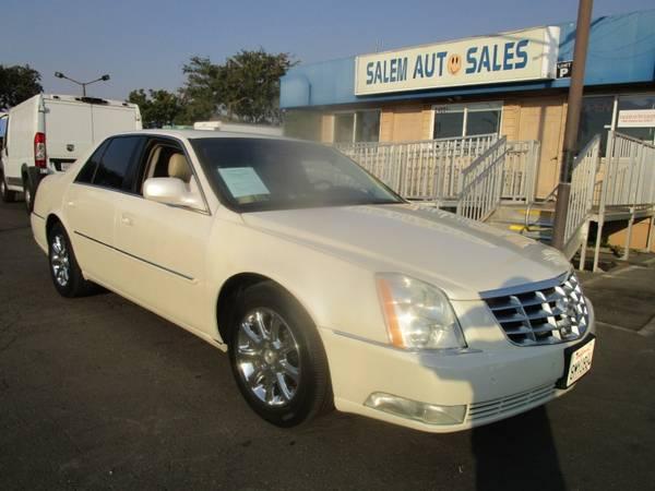 Photo 2009 Cadillac DTS - NAVI - PARKING SENSORS - LEATHER, HEATED, AND COOLED SEA - $10,988 (2009 Cadillac DTS - NAVI - PARKING SENSOR)