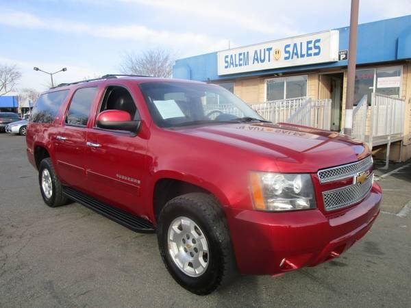 Photo 2013 Chevrolet Suburban 4WD - THIRD ROW SEAT - PARKING ASSIST - LEATHER AND - $14988 (2013 Chevrolet Suburban 4WD - THIRD ROW S)