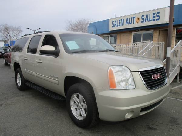 Photo 2014 GMC Yukon XL 4WD - REAR CAMERA - PARKING ASSIST - LEATHER AND HEATED SE - $16988 (2014 GMC YUKON XL - 4WD - REAR CAMERA)