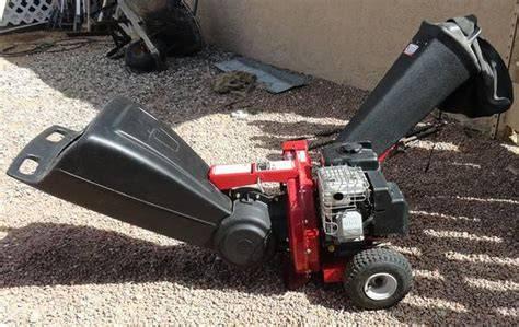 Photo 305 cc 14.5 HP chipper-shredder - $800 (Browns Valley)