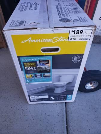 Photo American Standard Edgemere Round Chair Height Toilet - New - $110 (Folsom)