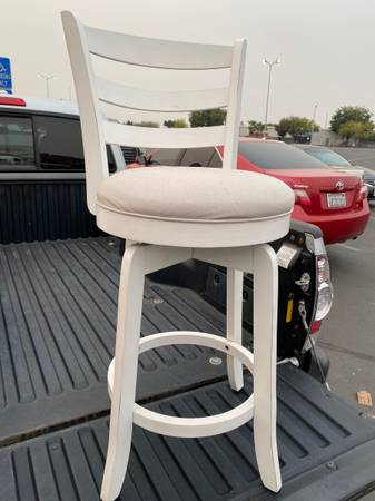 Photo Bed bath  beyond stool - $65 (Yuba City ca)
