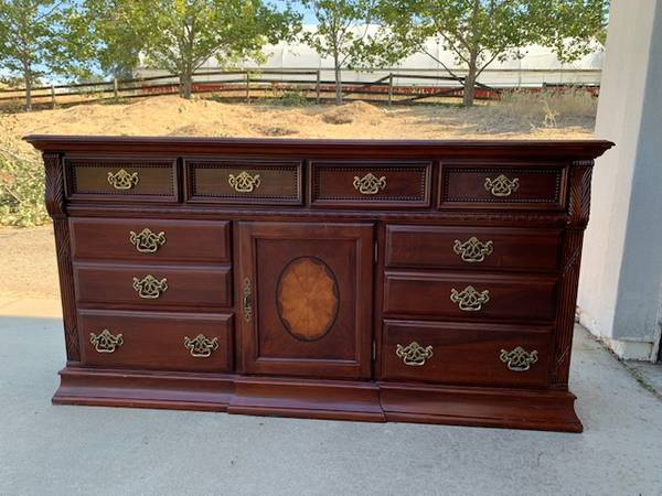 Photo High-end Dresser and Nightstands (Aico Michael Amini) - $800 (BROWNS VALLEY)