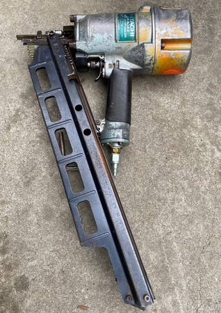 Photo Hitachi NR83A2 2to3-14in Strip Framing Nail Gun (Works Good) - $210 (Yuba City)