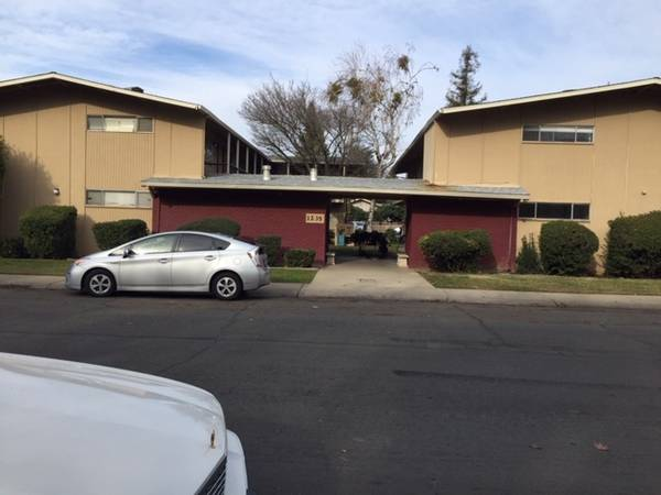 Photo LARGE 2 BED apartment in apartment complex south of queens (Yuba city)